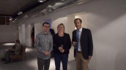 El artista Lauri Astala, Tarja Laaksonen, Consul Andrew Cooper