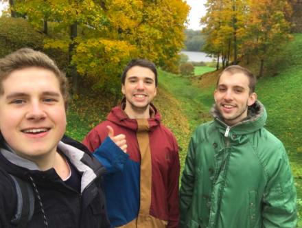 de izquierda a derecha: Robin Rybner, Kevin Raud y Federico Torres